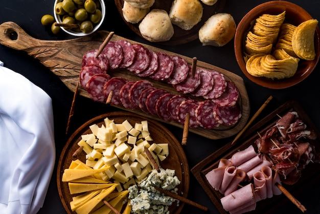 Tabelle von käse und aufschnitt