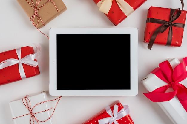 Tablet nahe satz geschenkboxen mit bändern und torsionen