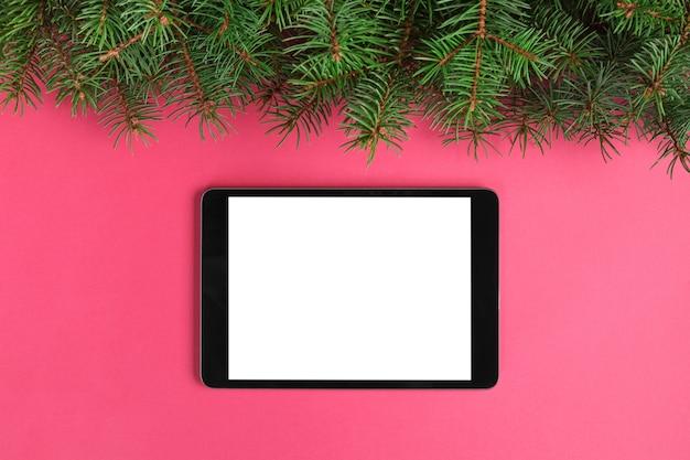 Tablette des leeren bildschirms auf rosa