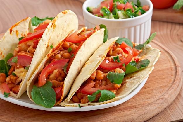 Tacos mit hähnchen und paprika