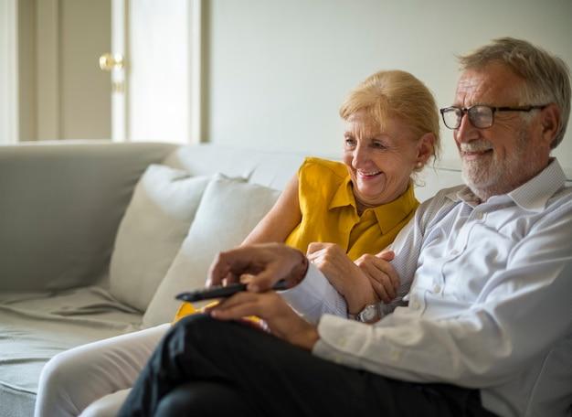 Tägliches lebensstil-glück des älteren paares
