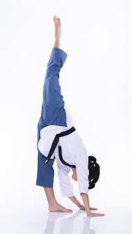 Taekwondo karate national athlet kick punch isoliert