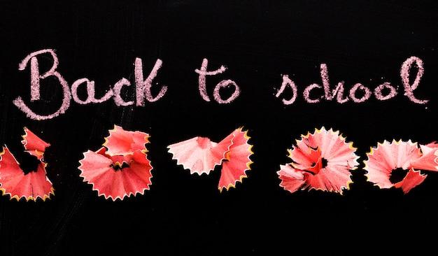 Tafel mit aufschrift zurück zu schule
