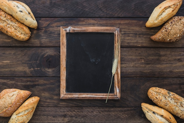 Tafel mit bäckerei in den ecken