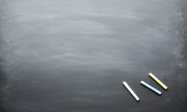 Tafel mit farbkreide und kopierraumhintergrund. material für design.