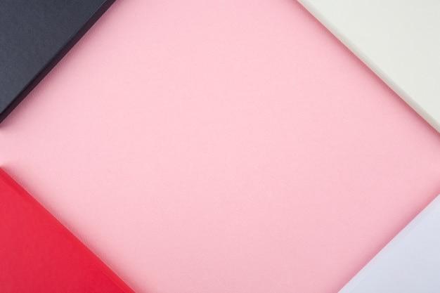 Tagebuch des neuen jahres 2020 auf rosa hintergrund