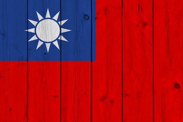 Taiwan-flagge gemalt auf alter hölzerner planke