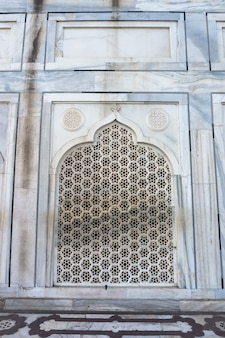 Taj mahal agra indien. musterhintergrund. bogen - arabischer stil. schöne wand.