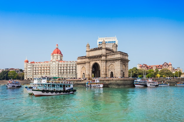 Taj mahal hotel und gateway of india