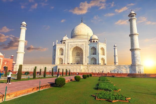 Taj mahal in indien, wunderbare aussicht auf den sonnenuntergang, agra.