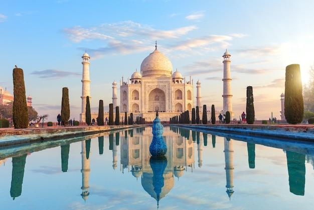 Taj mahal komplex in agra, uttar pradesh, indien.