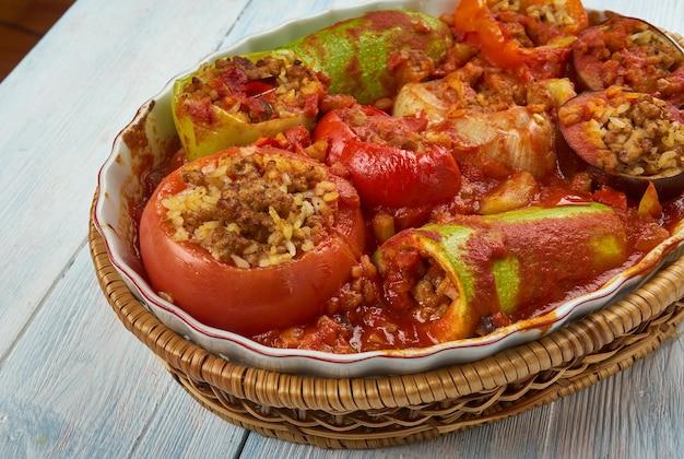 Tajin mahshi - gemischtes gefülltes gemüse, libysches essen