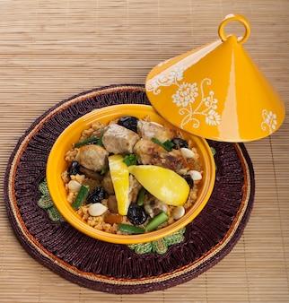 Tajine mit hühnchen, marokkanisches essen