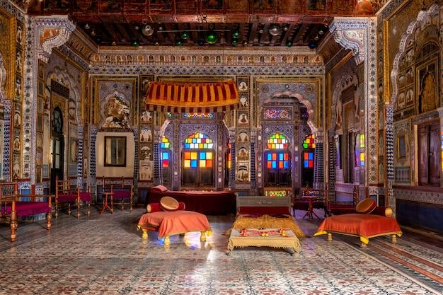 Takhat vilas maharaja takhat singhs kammerraum in der festung mehrangarh. jodhpur, rajasthan, indien
