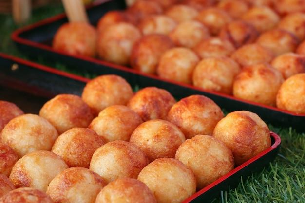Takoyaki ist ein japanischer snack