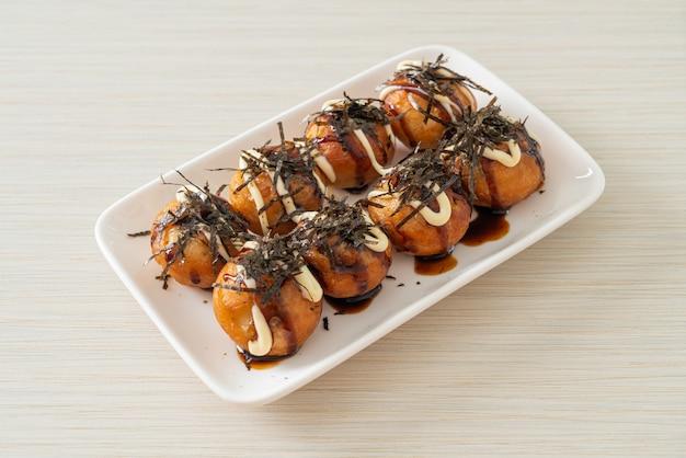 Takoyaki-kugelknödel oder oktopus-kugeln - japanische küche