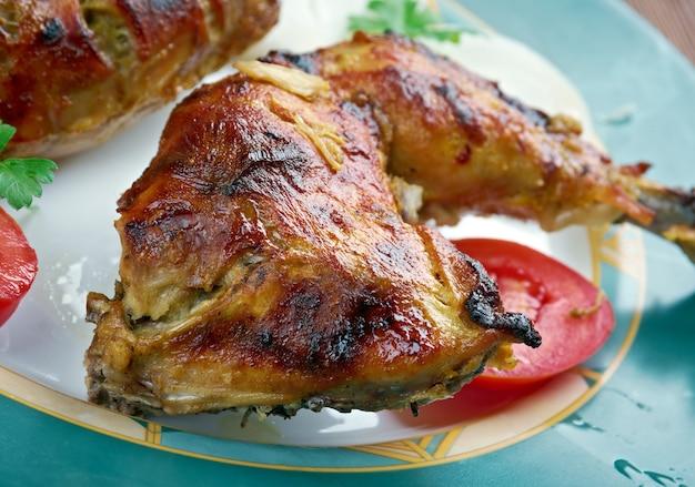 Tandoori-hähnchen mit frischem gemüse