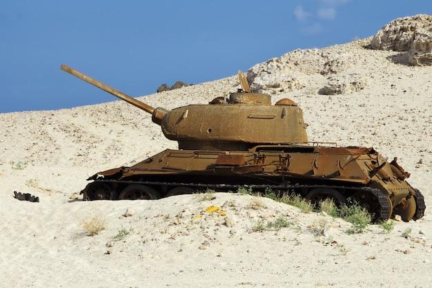 Tank in sandstrand