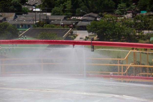 Tanks propangas-dachtank mit rohrwassersprüh-feuerlöscher und kühlsystem.