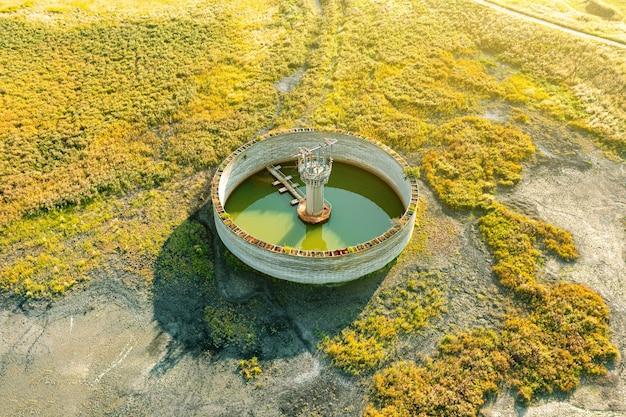 Tanks zur behandlung von abwasser nach dem ablassen aus dem stromaggregat