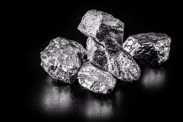 Tantal oder tantal ist ein chemisches element, erz für den industriellen einsatz, korrosionsbeständig, erz für den industriellen einsatz