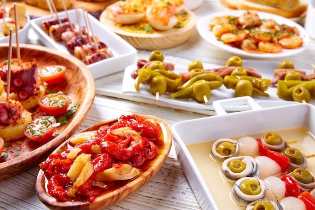 Tapas-mix und pinchos-essen aus spanien