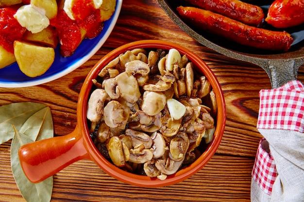 Tapas von champignons aus spanien