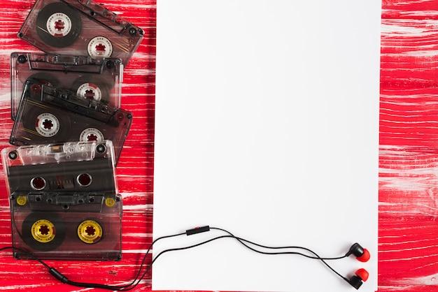 Tapes-kassetten und ohrhörer