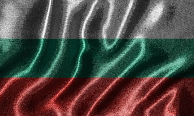 Tapete durch bulgarien-flagge und wellenartig bewegende flagge durch gewebe.