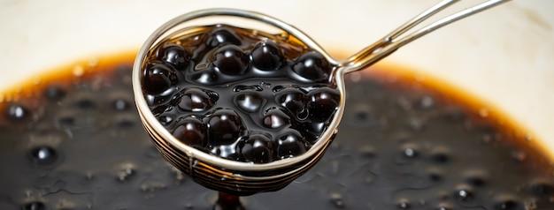 Tapiokaperlenkugeln kochen, um bubble tea zu machen