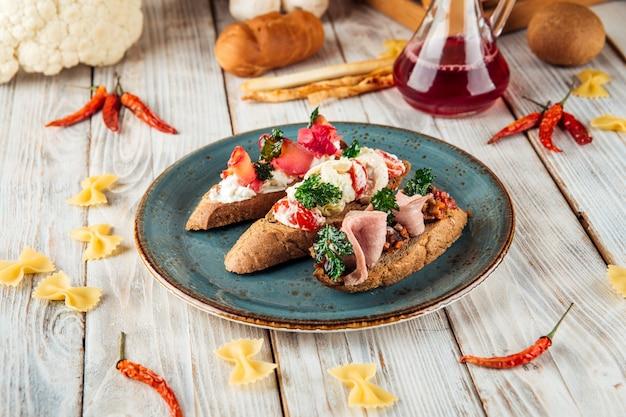Tappas bruschettas vorspeise snacks toast