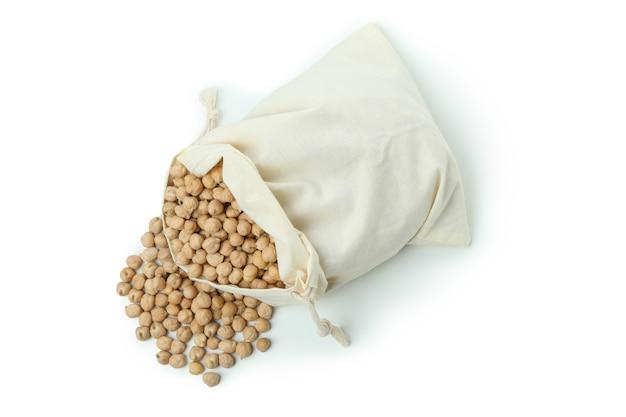 Tasche mit kichererbse lokalisiert auf weißer wand