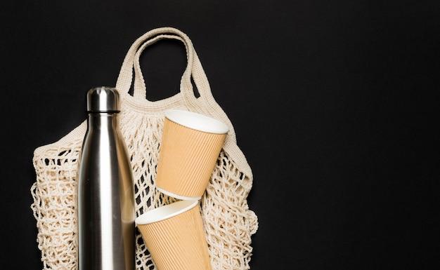 Tasche mit umweltfreundlichen gegenständen
