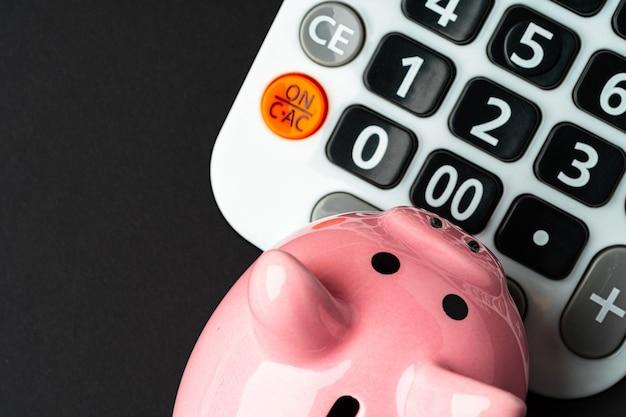 Taschenrechner mit sparschweinabschluß herauf draufsicht