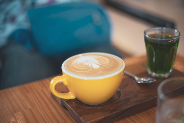 Tasse cappuccino oder latte kaffee