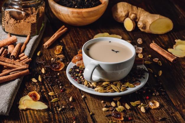 Tasse indischen masala-tee Premium Fotos