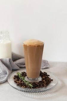 Tasse kaffee auf dem tisch Kostenlose Fotos
