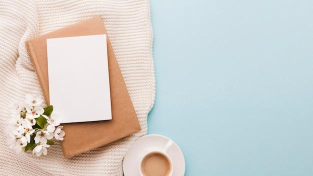 Tasse kaffee mit platz zum kopieren
