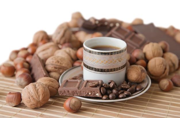 Tasse kaffee mit schokolade