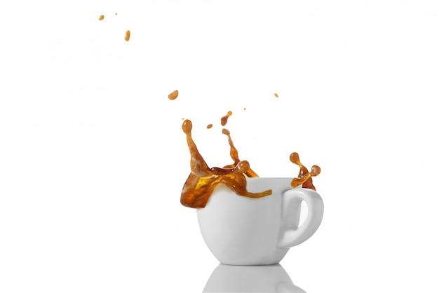 Tasse kaffee mit spritzer