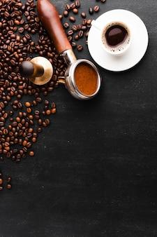 Tasse kaffee mit tamper