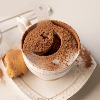Tasse kaffee mit truthahnsiegelsymbol