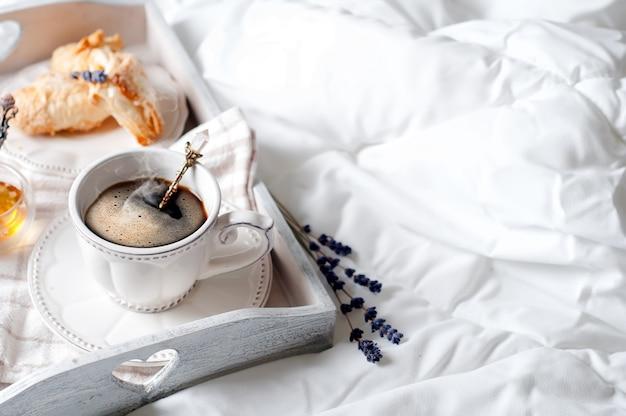 Tasse kaffee und blume