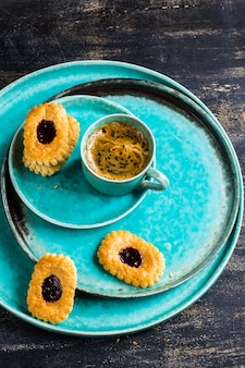 Tasse kaffee und kekse