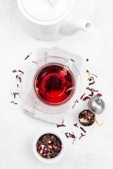 Tasse mit kräutertee