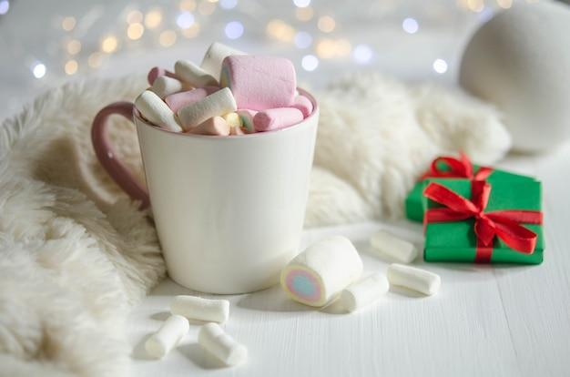 Tasse mit marshmallows
