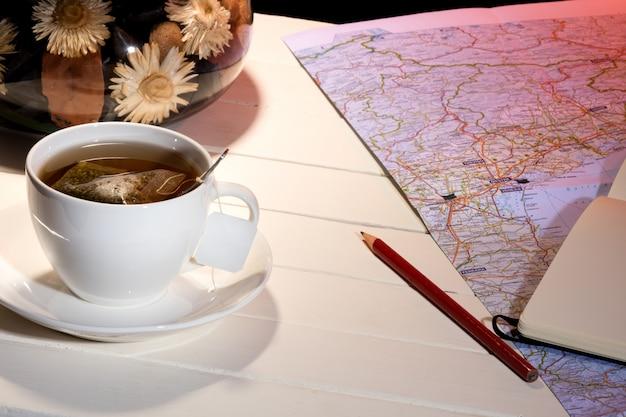 Tasse tee auf dem zimmer