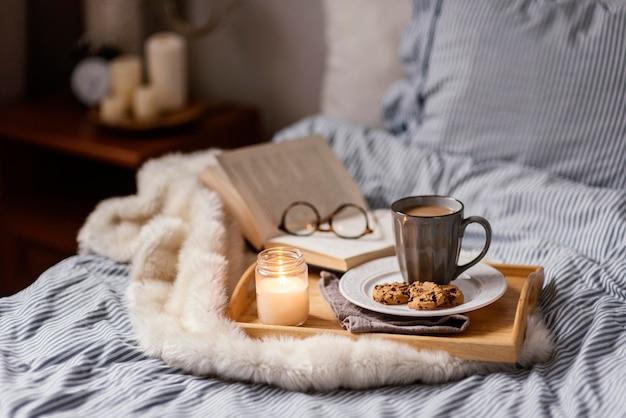 Tasse tee und kekse