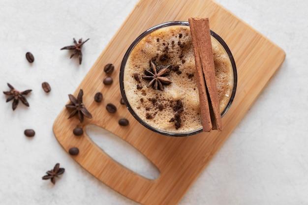 Tassen kaffee auf dem tisch Kostenlose Fotos