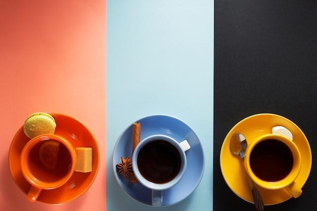 Tassen kaffee, tee und kakao
